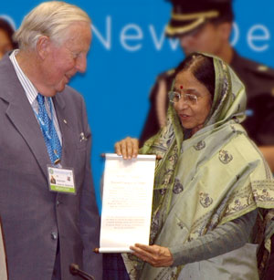 Photo: Indian President Pratibha Devisingh Patil presents Professor Ronald Watts of Queen's University, Canada, with a citation for his academic contribution to the study of federalism at the close of the 4th International Conference on Federalism In New Delhi.
