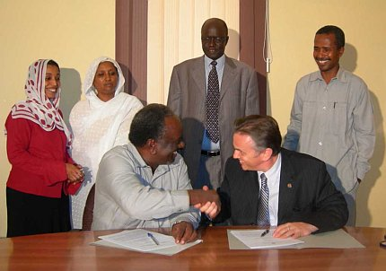 Image: Signing the Memorandum of Understanding in Khartoum are Zanoun Abdel Nabi (left front) for Sudan's Ministry of Federal Governance and Shawn Houlihan for the Forum of Federations. In the back row centre is H.E. John Angol Korodit, State Minister of the Ministry of Federal Governance of Sudan.