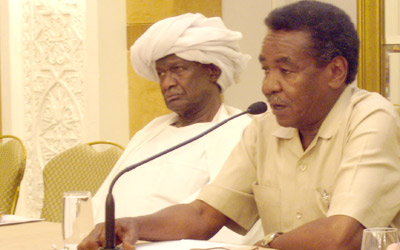 Tag El-Sir, Secretary General of the national Strategic Planning Board, speaks at the Forum's course in Sudan. Ibrahim Moneim Mansour, Chair of the Fiscal and Financial Allocation and Monitoring Commission, sits to his left.