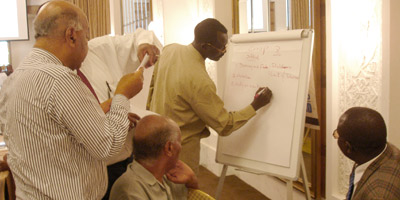 Participants  explore priorities for federalism during group sessions.