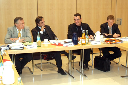 Photo: Participants discuss political parties in federal systems at a recent Global Dialogue Roundtable in Berlin.