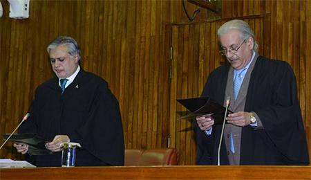 (L-R) Presiding officer Senator Muhammad Ishaq Dar administering oath of office to the newly elected Chairman Senate, Senator Mian Raza Rabbani