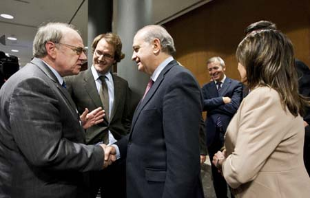 Photo: (L-R) Reinold Herber, Senior Advisor of the Forum of Federations and Jorge Fernndez Daz, Spanish Minister of the Interior