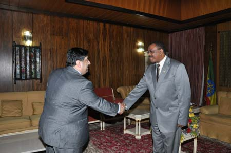 Photo: (L-R) Rupak Chattopadhyay, President of the Forum of Federations, Ethiopian Prime Minister Hailemariam Desalegn