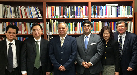 (L-R) Dr. Le Minh Hong (Director, Scientific Research Centre, Mr. Troung Quoc Hung (Deputy Director - Department for General Affairs), Prof. Dr. Dinh Xuan Thao, President of the Institute for Legislative Studies), Mr. Rupak Chattopadhyay (President and CEO of Forum of Federations), Ms. Nguyen Thi Thu Trang (Official of the Institute for Legislative Studies) and Senior Diplomatic Advisor (Forum of Federations).